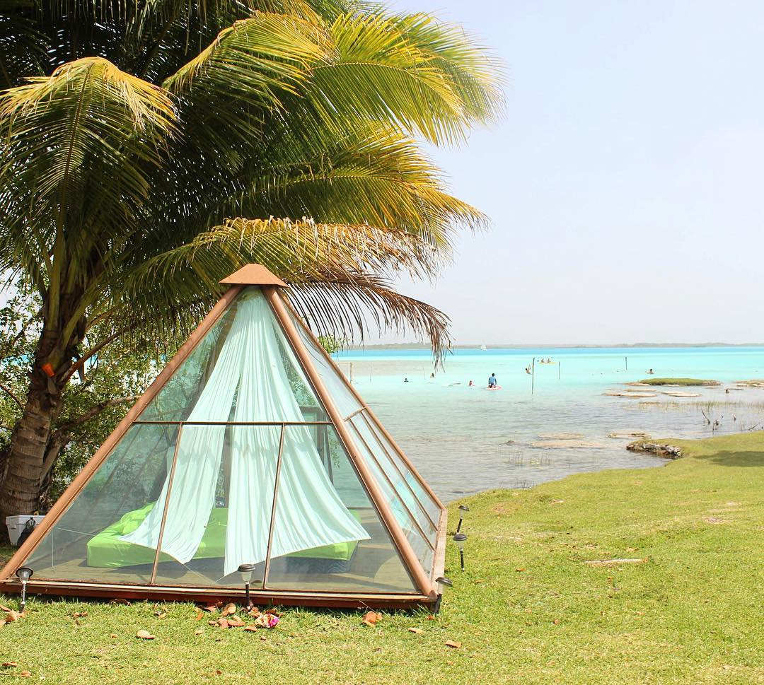 I saw this tent just as we were getting ready to leave Bacalar. What a view to wake up to!! I am usually not a big fan of camping but I think had I seen this before checking into the mediocre Airbnb we stayed in, I would've opted for the rent 😊 #cam