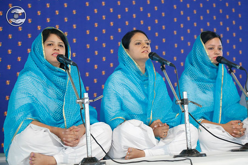 Devotional song by Varsha and Saathi from Bhogal, Delhi