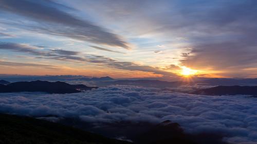 sunrise sea clouds mountain morning nagano gifu japan alps sony nex7 sel1670z 1670mm 長野 岐阜 乗鞍 ご来光バス