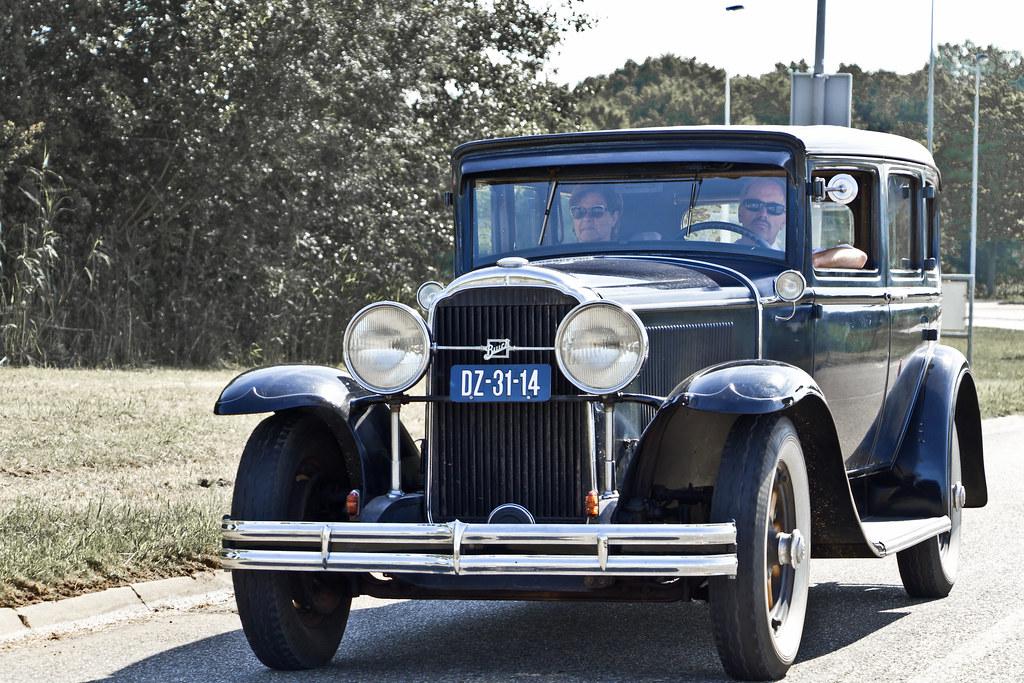 Buick Series 50 Sedan 1930 (3733)