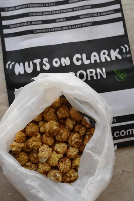 木, 2015-07-16 20:07 - Nuts on Clark カシューナッツ入りキャラメルコーン
