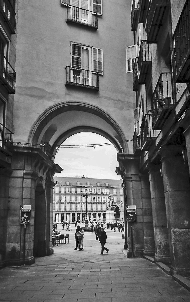 Madrid, Plaza Mayor, paisaje urbano. | Leica IIIa, Summaron … | Flickr