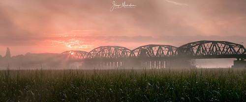 nisifilter nisilandscapenccpl johnsthompsonbrug sunrise nisisoftnanognd8 brug bridge grave noordbrabant nederland nl