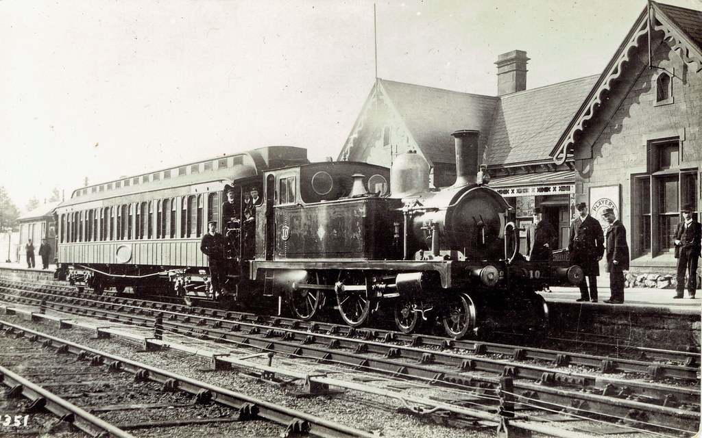 Midland and Great Northern Joint Railway (UK) - MGNR 4-4-0 steam locomotive Nr. 10 and Pullman car