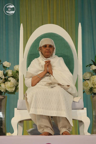 Her Holiness Satgutu Mata Savinder Hardev Ji Maharaj on the dais