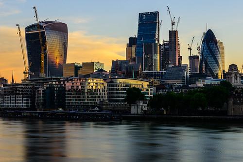 thecity sunrise golden thames river water reflections building architecture walkietalkie ghurkin toweroflondon