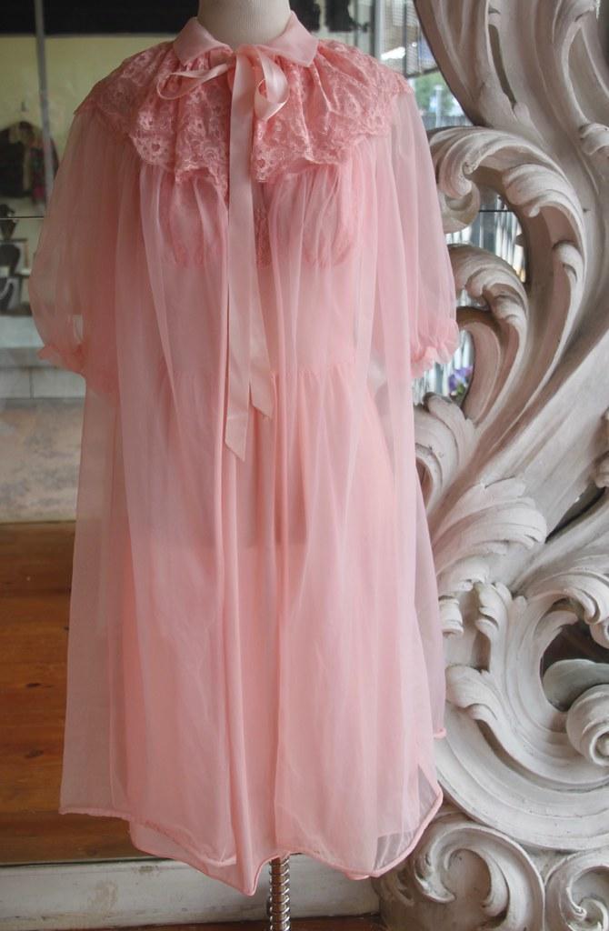 06f72831c Vintage 1960s Pink Peignoir Set