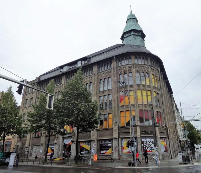 1903/04 Berlin Kaufhaus Jandorf mit Jugendstil-Bauschmuck von Lachmann/Zauber Veteranenstraße 28/Brunnenstraße 19-21 in Rosenthaler Vorstadt in 10119 Mitte