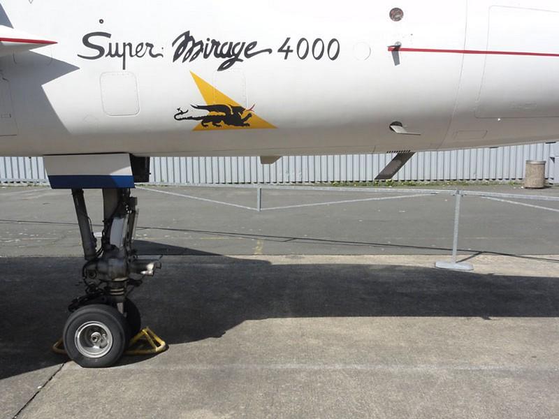Dassault Mirage 4000 6