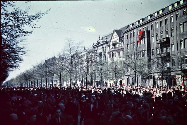 1937 Berlin - These People Had Childen, Grandchildren and Great Grandchildren