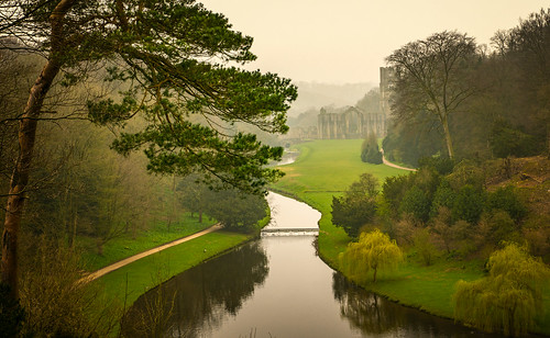 boroughofharrogate england unitedkingdom gb fountains abbey river skell fog mist abandoned ruin yorkshire anthonywhitesphotography sony alpha north northyorkshire nature natur water rapids trees pathway surpriseview gardens oncewashome