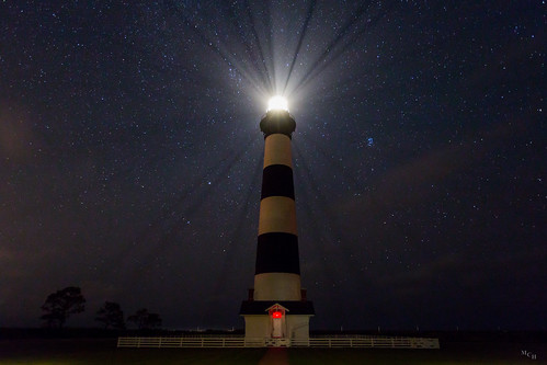 photosbymch landscape nightscape nightsky night lighthouse bodieisland bodielight bodieislandlighthouse northcarolina usa canon 5dmkiii 2016 rays stars darkskies outdoors obx outerbanks autumn fall