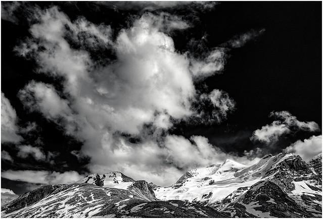 Mount Athabaska, Cloud