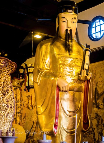 At the 600-year-old Old City God Temple, Shanghai, China   by Victor Wong (sfe-co2)
