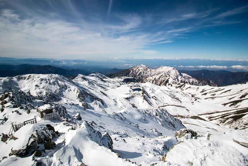 冬の立山から見下ろす室堂