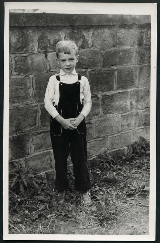 Archiv N658 Junge in Latzhose, 1960er