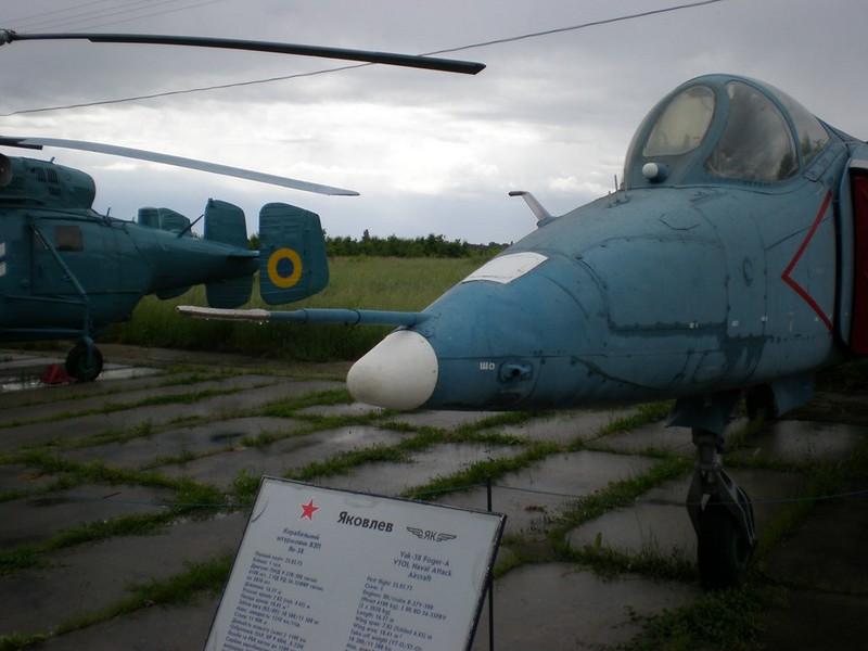 Yak-38 3