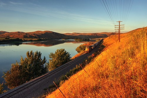 weiser idaho sunrise sun sky landscape day dawn train railway traintrack railwaytrack track grass field grassfield pasture telephonepole pole sony nex6 selp1650 1xp raw photomatix hdr qualityhdr qualityhdrphotography fav200