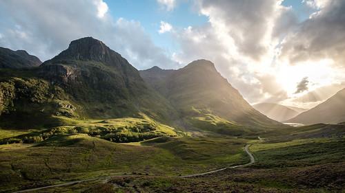 godray scotland sunset glencoe sky clouds lightshaft mountain valley unitedkingdom gb