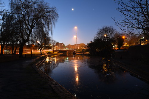 rquk nikon d750 wolverhampton wolverhamptoncanal reflections canal bank before sunrise towpath nikond750 afsnikkor1835mmf3545ged moon streetlights longexposure
