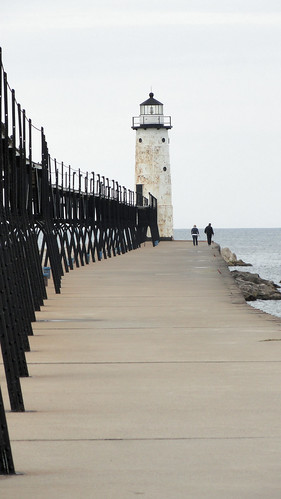 breakwater sky people pier greatlakes manistee lakemichigan person manisteepierheadlight sony light lighthouse 1325 catwalk family september colors sonycybershot cybershot sonydsch55 dsch55 autumn fall vacation pocketcam 2011 onthisdate 271366