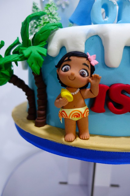 moana and frozen cupcake tower