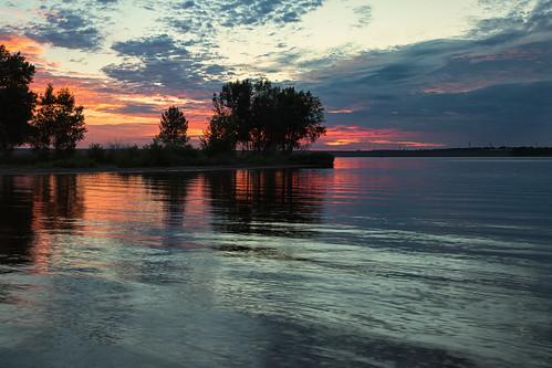 sunrise dawn morning sky clouds lake landscape chatfieldstatepark denver colorado lakechatfield summer