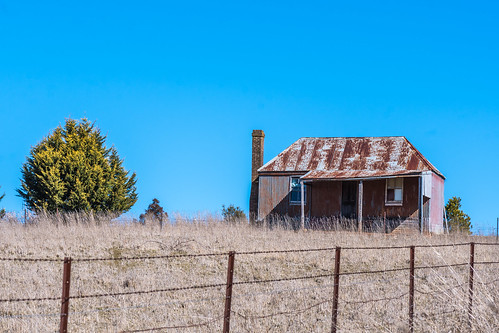 tin corrugated iron landscape orangensw australia rust rural orange centralwest nsw centralwestnsw house rusty chimney newsouthwales farmhouse countryside old