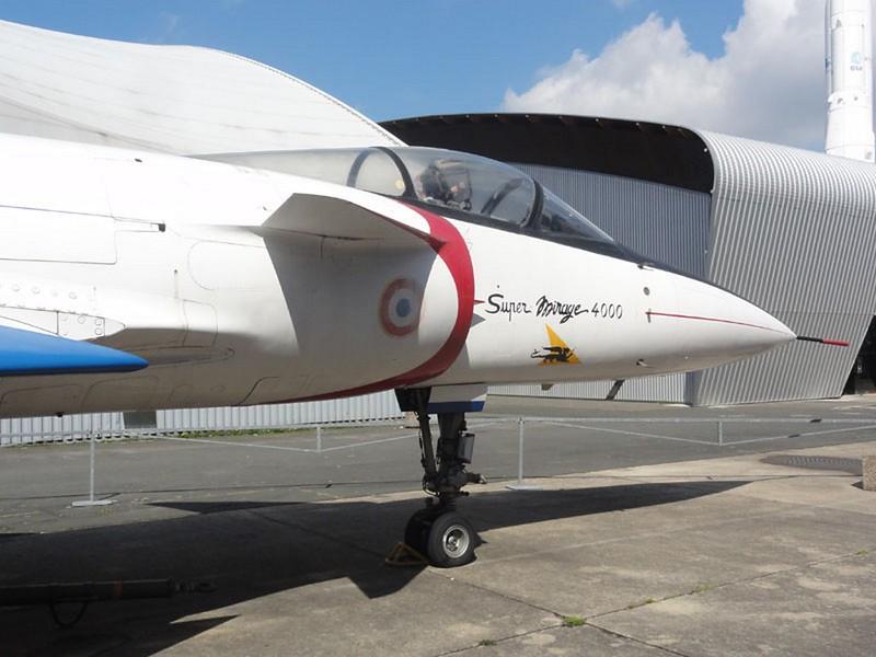 Dassault Mirage 4000 9