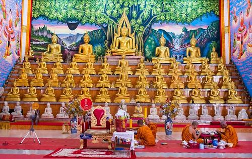 buddha buddhism buddhist burma burmese maesot seasia thailand watnongbuakhon watthaiwattanaram asia asian asianmarket prayer religion religious shrine wat tambonthasailuat tak th