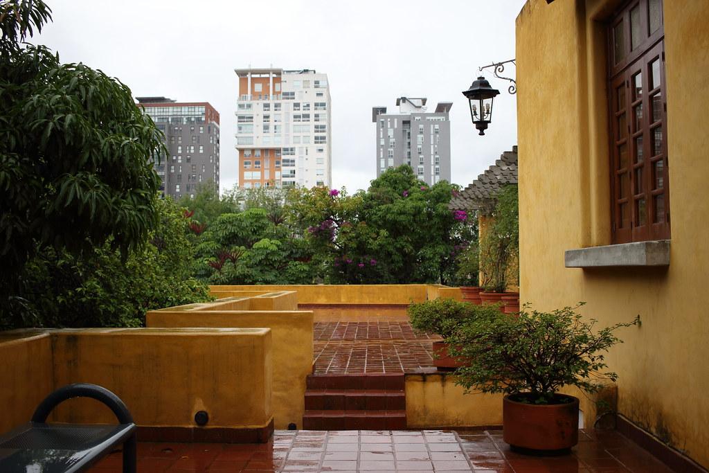 En Una Terraza De Luis Barragán En Guadalajara Fabián
