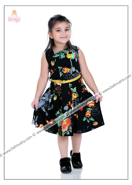 b630a39422 ... 4 Years Indian Girl in Black Dress Professional Portfolio Photo Session  in Balmudra Studio Pune