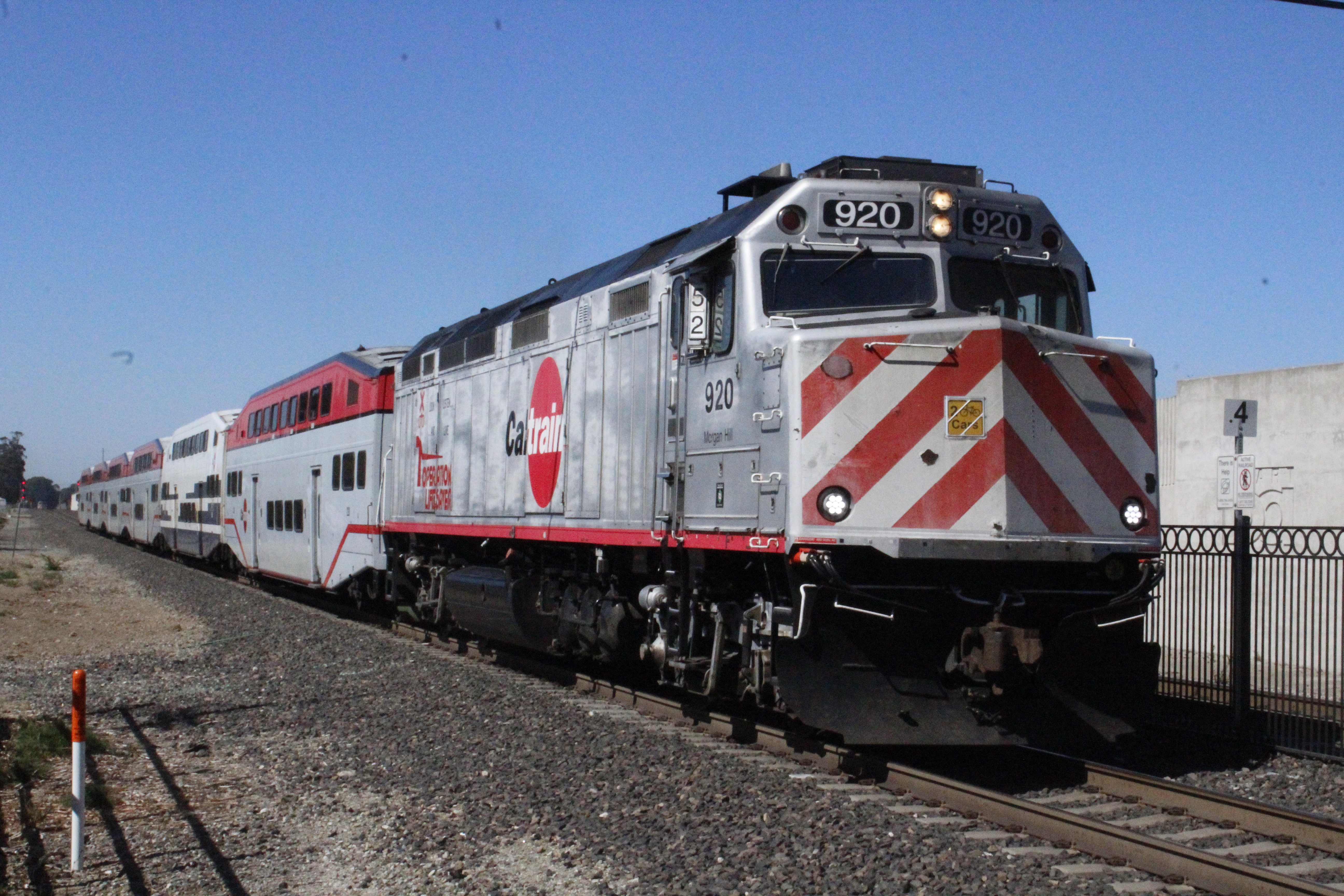 Caltrain unit 920, Morgan Hill, when it was co-branded as the Operation Lifesaver train (now with unit 916)