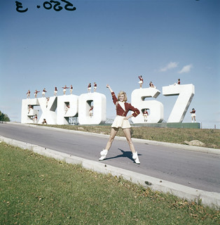 """Larkettes"" posing at the Expo 67 site sign / « Larkettes » posant sur le site d'Expo 67"