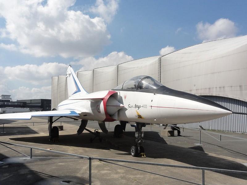 Dassault Mirage 4000 2