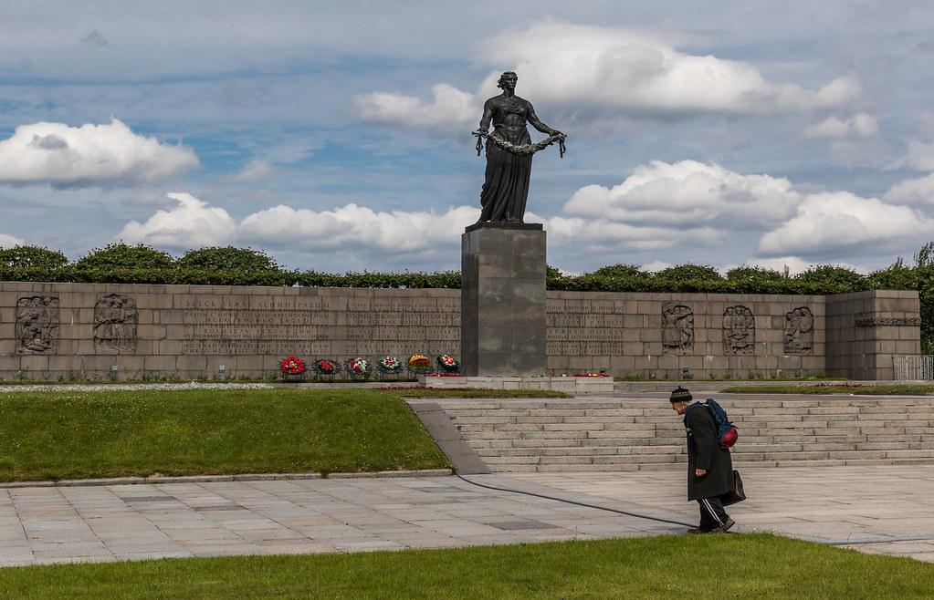 4A7A3371 Piskaryovskoye Memorial Cemetery
