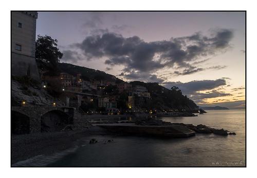 albasunrise cielosky nuvoleclouds zoagli liguria mareseamer italia sonyalpha58 carlzeiss1680f4 luci light costa spiaggia