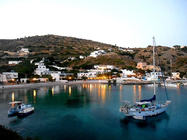 When the evening falls at Agathonisi, Greece / Γλυκοβραδιάζει στο λιμανάκι του Αγαθονησίου