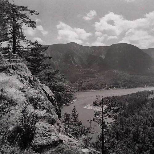 beaconrock washington 120film hasselblad mediumformat filmphotography film landscape monochrome gorge pacificnorthwest columbiariver juliannelson