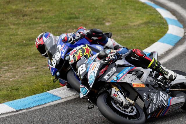 Ch de France superbike , au coude à coude pour la victoire.