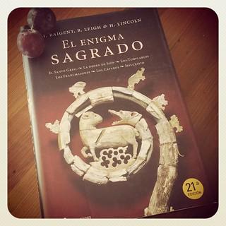 Placeres del verano!!!!... Un libro perseguido y ciruelas negras de Los Silos. | by Pedro Baez Diaz @pedrobaezdiaz