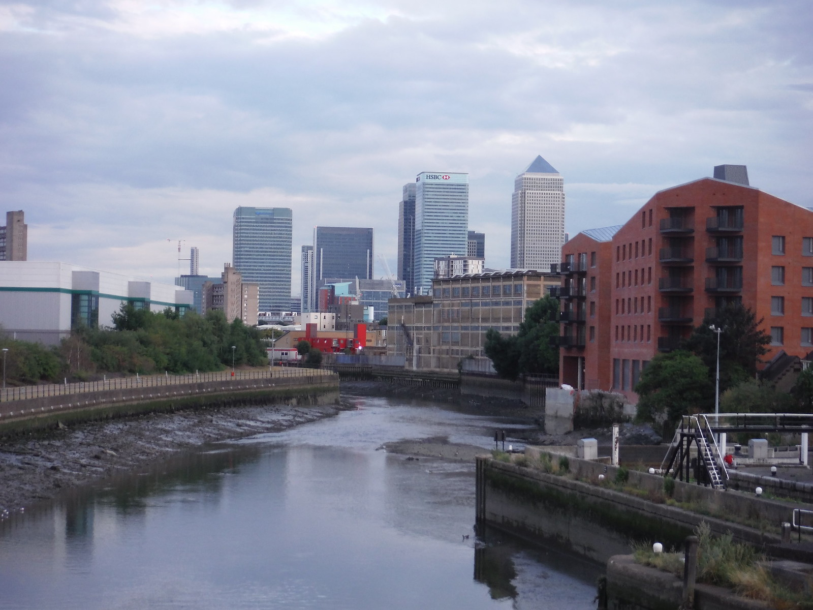 Canary Wharf and the tidal River Lea SWC Short Walk 21 - The Line Modern Art Walk (Stratford to North Greenwich)