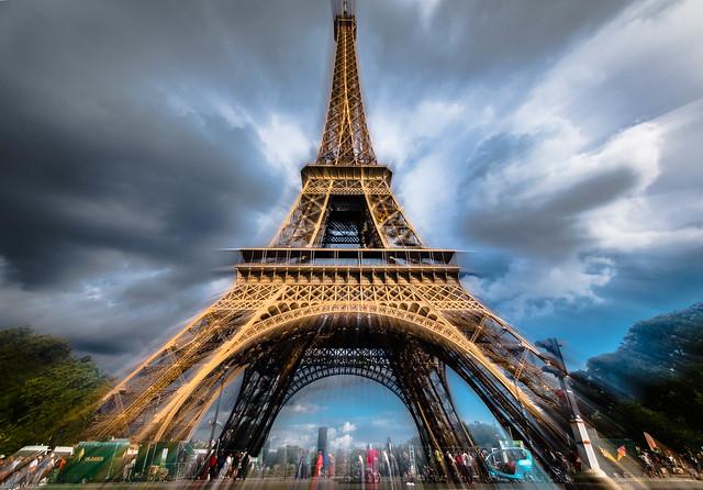 Juste avant l'orage- zooming sur la Tour Eiffel
