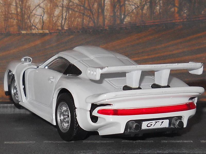 High Speed – Porsche Collection