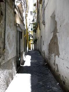 SALERNO - Un Vicolo del Centro storico = SALERNO - An Old Town Alley