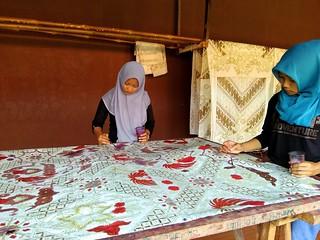 Mengisi Batik   by lajwania