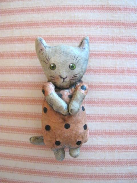 little cat pin { brooch } Sandy Mastroni