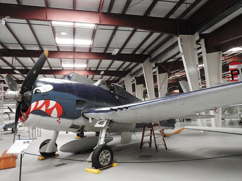 Grumman F6F-5 Hellcat 4