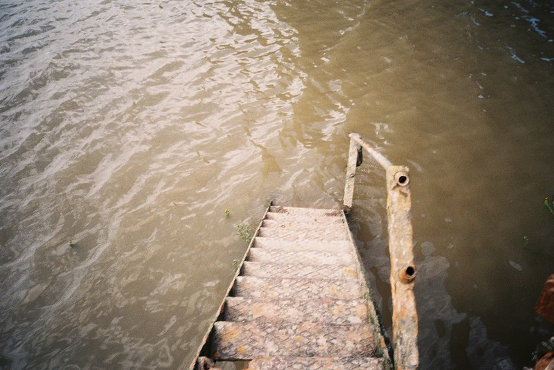 Steps down to the Avon
