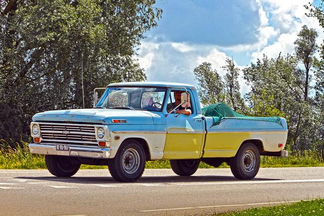 Ford F-250 Ranger Pick-Up Truck 1968 (2588)